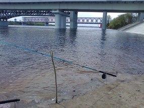 Рыбалка у моста Гомель